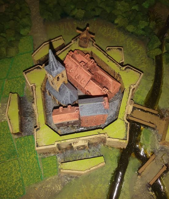 Selling large 18th C terrain model. Fortre10