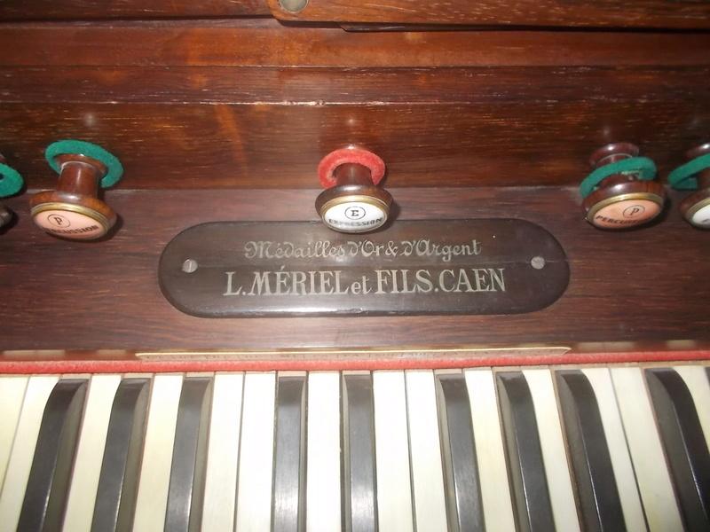 Harmonium à percussion Mériel & Fils Dscn0010