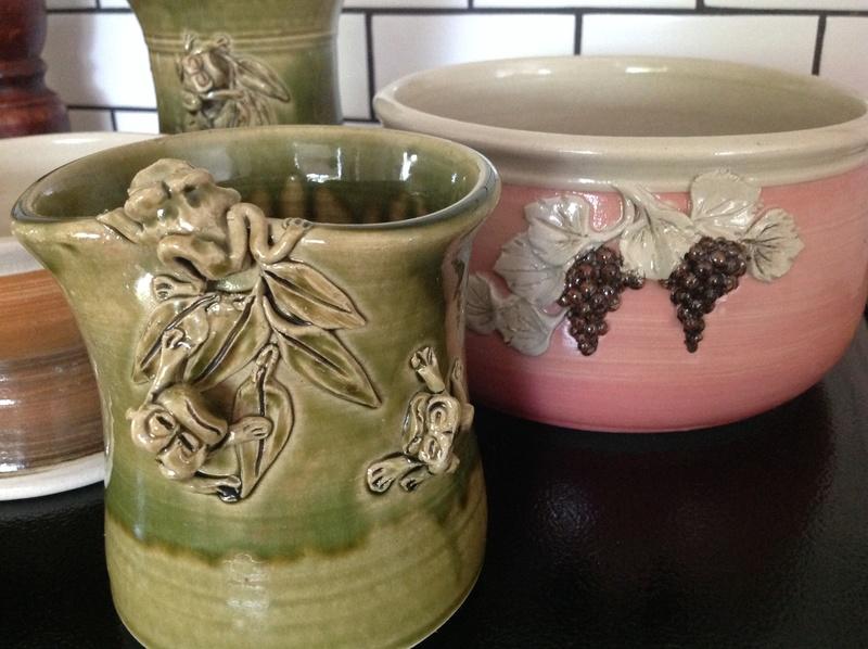 Australian pottery mark- R in a diamond - Bali?  Img_6010