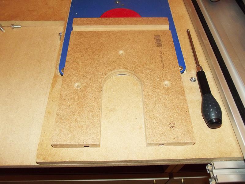 Guide de défonceuse avec réglage micrométrique et compas Dscf2411