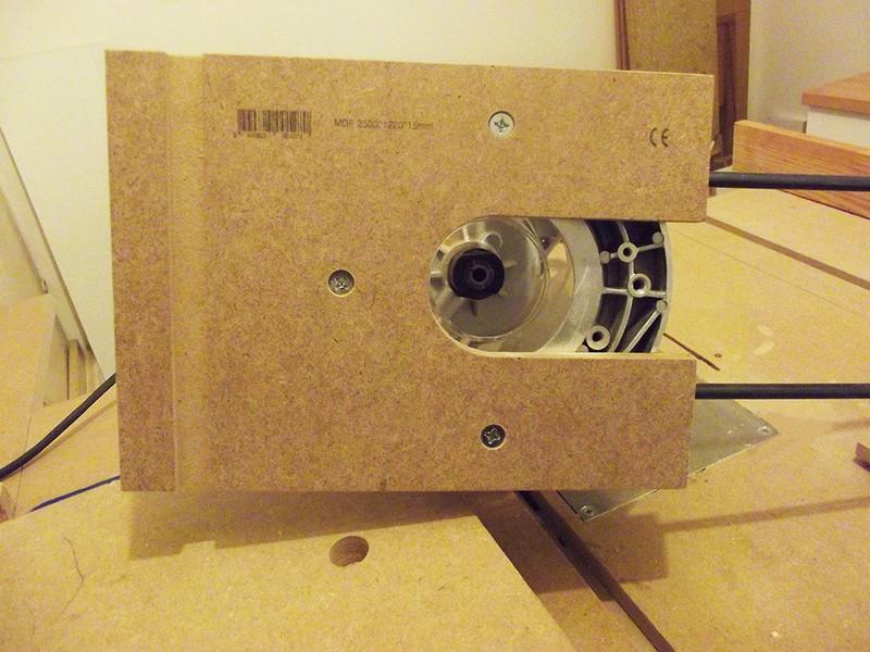 Guide de défonceuse avec réglage micrométrique et compas Dscf2418