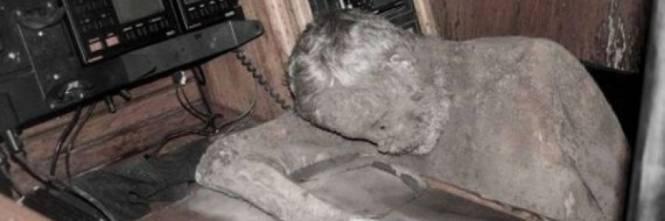 Uomo mummificato trovato sullo Yacht fantasma 14568410