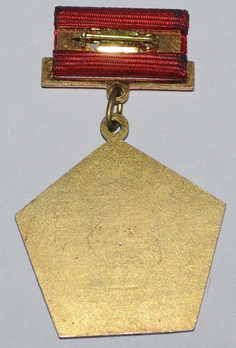 Insignes et médailles des fabriques horlogères soviétiques 1fmmb210