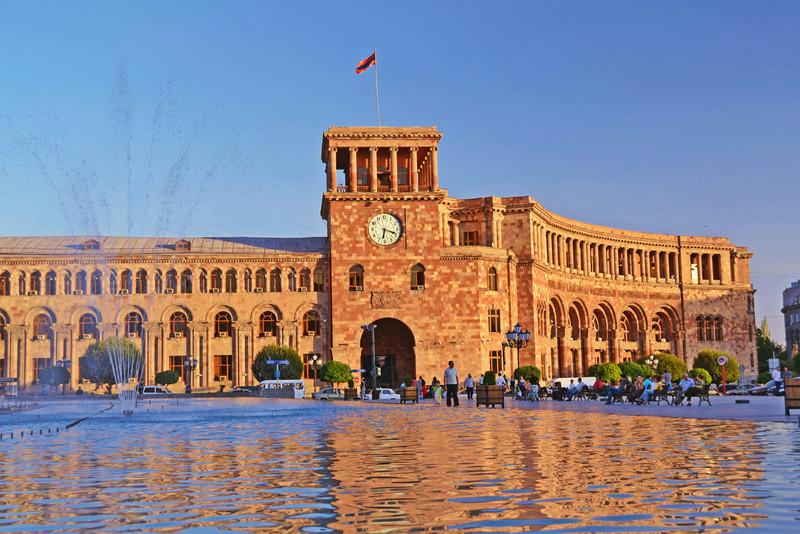 Réveil musical Naïri et petite histoire de la Fabrique de Montres d'Erevan Place_10