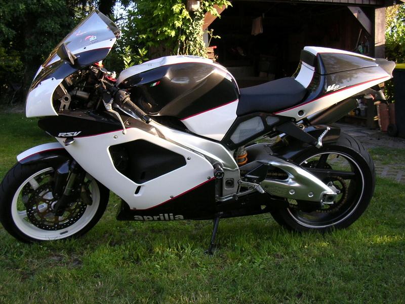 Venez parler de votre moto ! - Page 3 Rsv2810