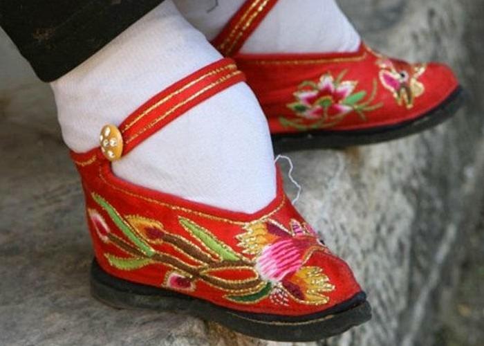 Histoires de pieds ... chaussés N119