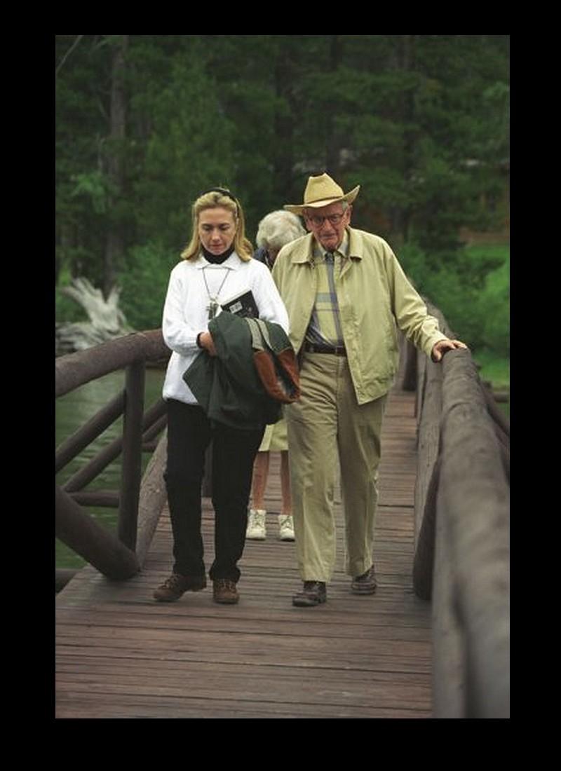Hillary Clinton s'intéresse-t-elle aux OVNIS ? R18