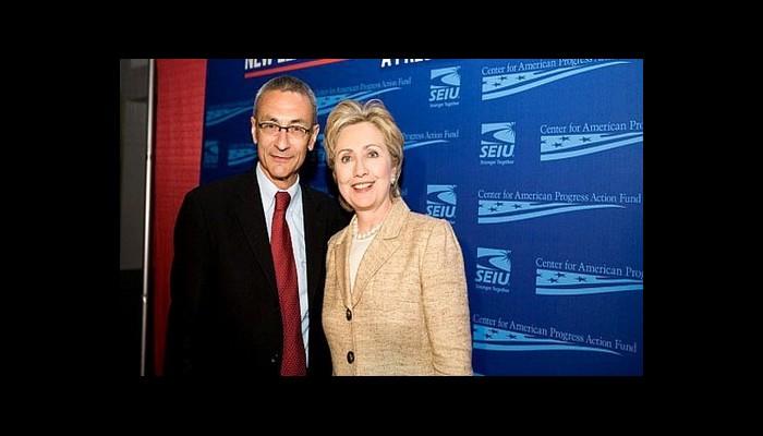 Hillary Clinton s'intéresse-t-elle aux OVNIS ? Sans_403