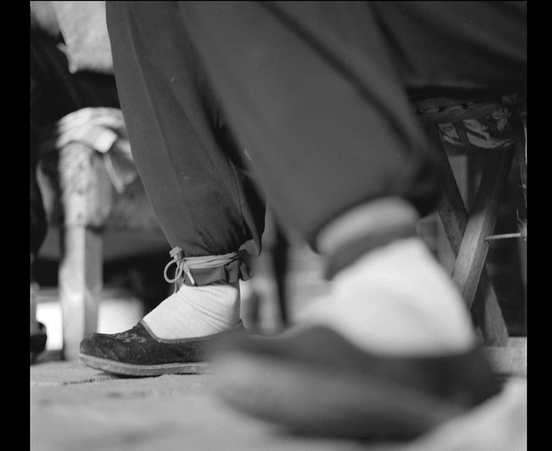 Histoires de pieds ... chaussés V47
