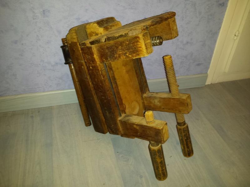 LA TROUVAILLE DE KOKO (une presse à bois à mors parallèles) 20170163