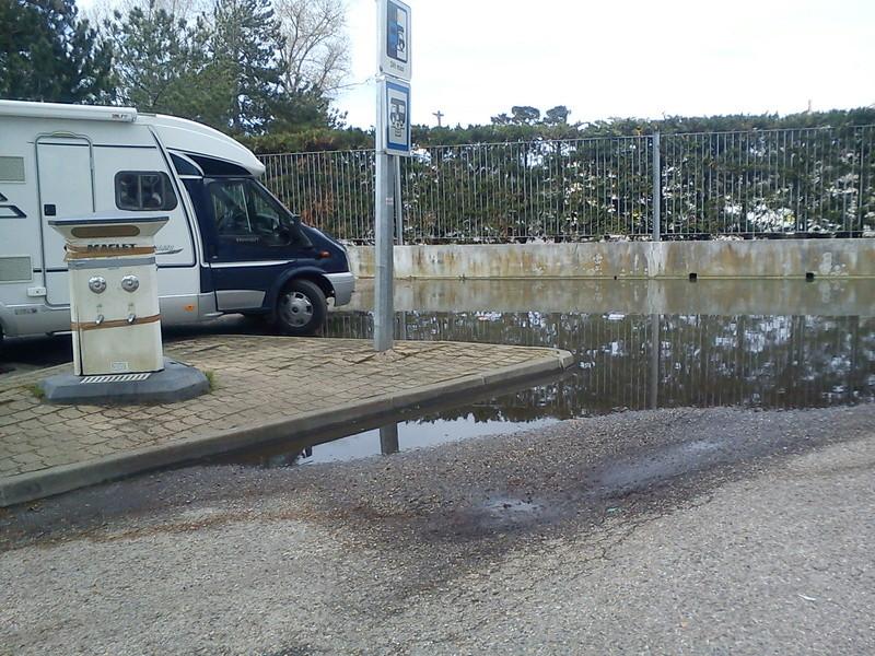 GIRONDE (33) Arcachon parque les camping cars dans les rejets d'égouts 33arca10