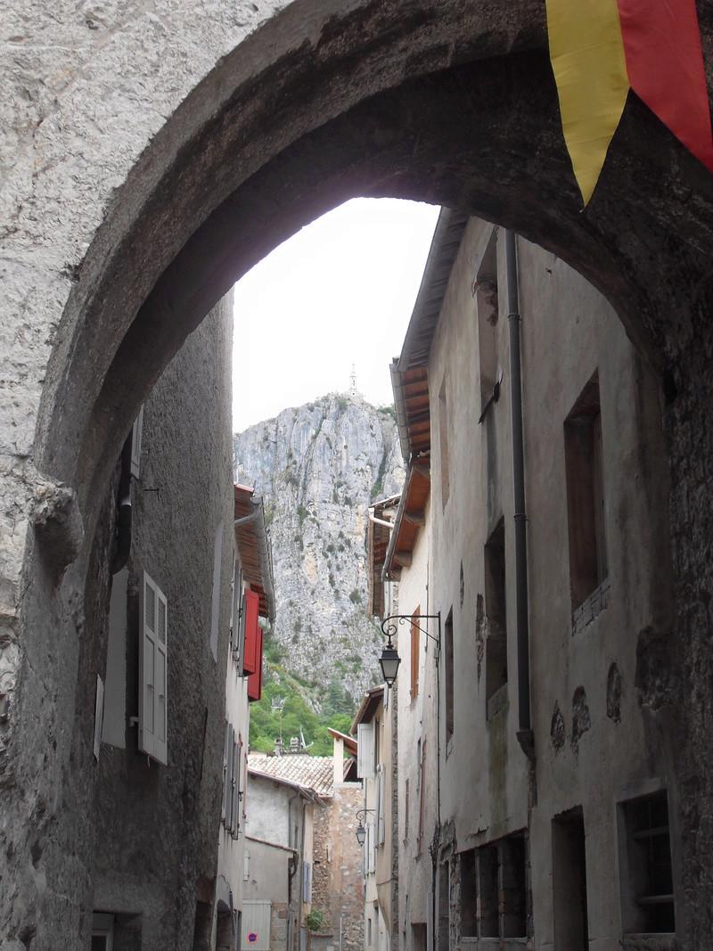 Alpes de Haute Provence (04) Castellane, à 54 km de Digne les Bains./PKP/SP * Sdc14810