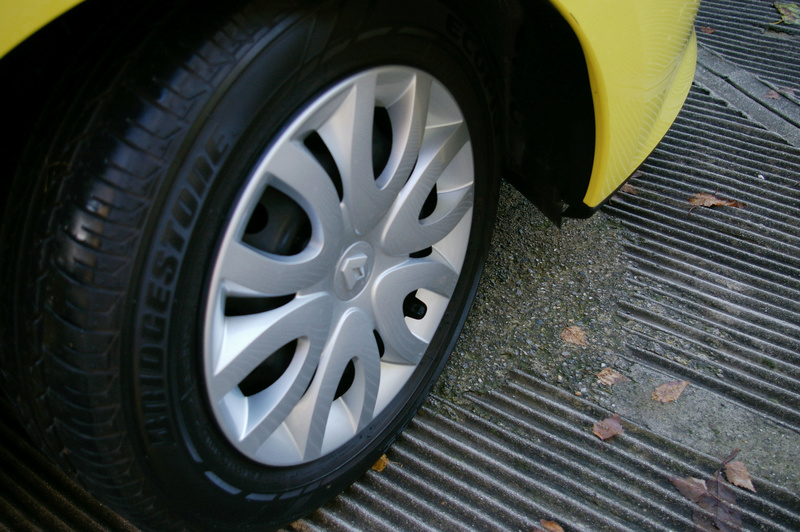 Renault Clio gialla tutta nana Imgp4030