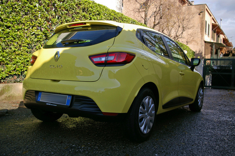 Renault Clio gialla tutta nana Imgp4035