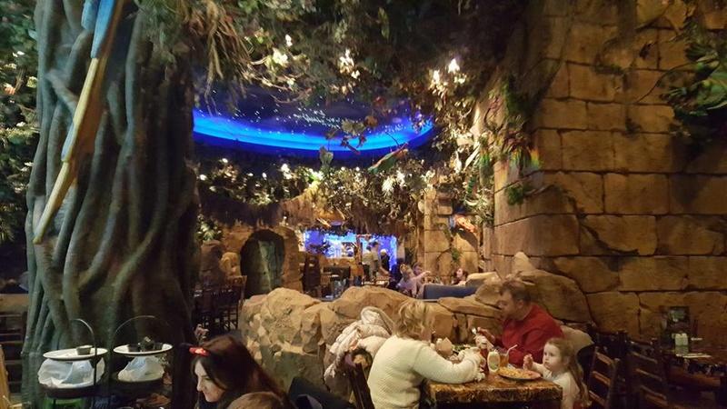 [Service à table] Rainforest Cafe - Page 27 1811