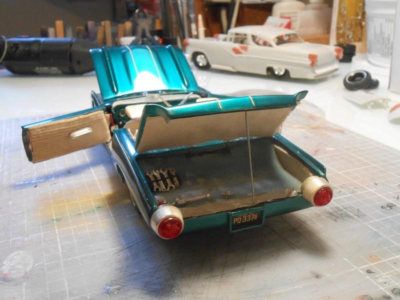 Vintage built automobile model kit survivor - Hot rod et Custom car maquettes montées anciennes - Page 8 15110812