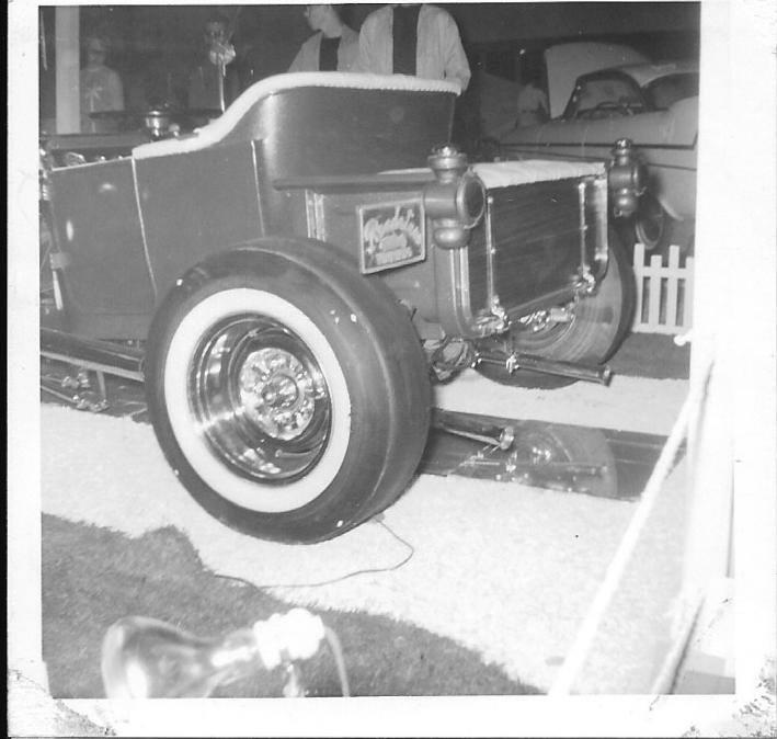 Vintage Car Show - Page 19 15135710
