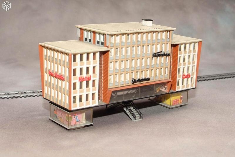 fifties ville in ho - décors de train de style mid century modern - Vintage HO and OO plastic toy train building  5a96e110