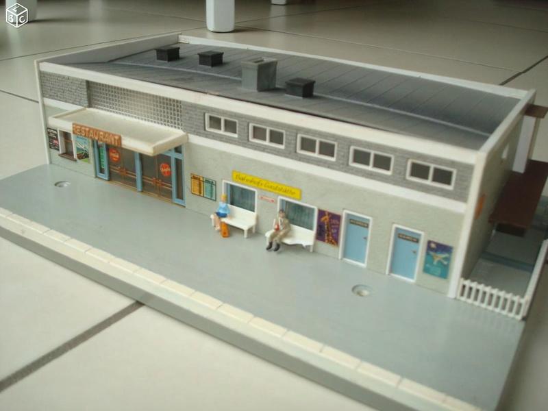 fifties ville in ho - décors de train de style mid century modern - Vintage HO and OO plastic toy train building  5cd55410