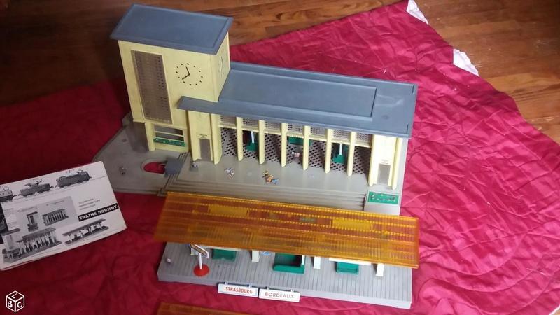 fifties ville in ho - décors de train de style mid century modern - Vintage HO and OO plastic toy train building  6947c910