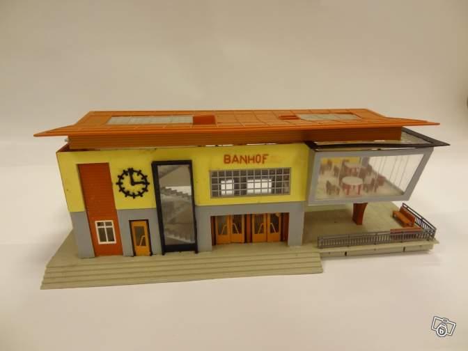 fifties ville in ho - décors de train de style mid century modern - Vintage HO and OO plastic toy train building  90d1f910