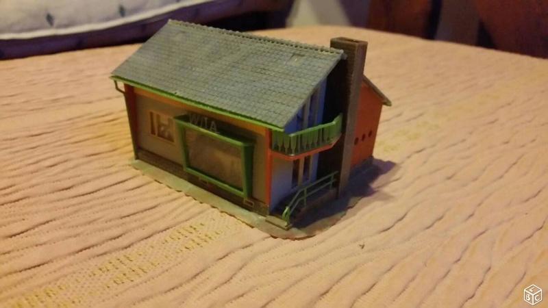 fifties ville in ho - décors de train de style mid century modern - Vintage HO and OO plastic toy train building  9ad90210