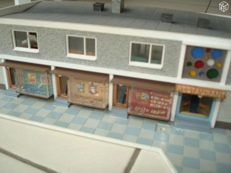 fifties ville in ho - décors de train de style mid century modern - Vintage HO and OO plastic toy train building  9d1c2110