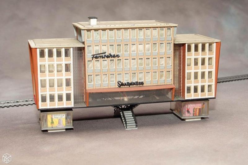 fifties ville in ho - décors de train de style mid century modern - Vintage HO and OO plastic toy train building  B0444710