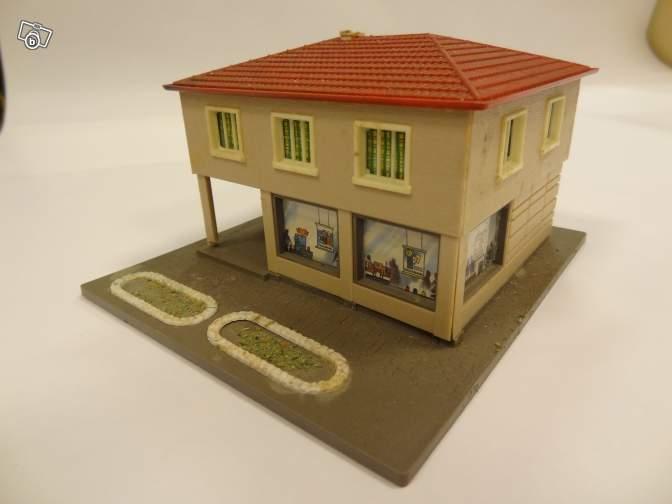 fifties ville in ho - décors de train de style mid century modern - Vintage HO and OO plastic toy train building  E5b14f10