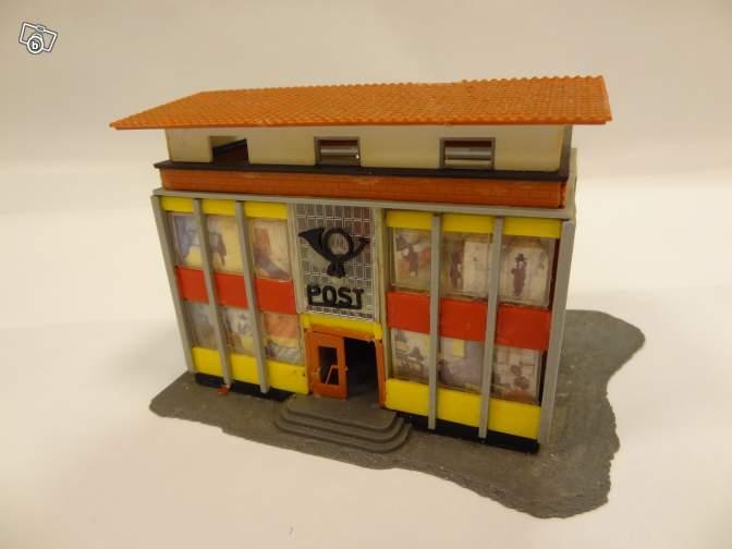fifties ville in ho - décors de train de style mid century modern - Vintage HO and OO plastic toy train building  E8b56a10