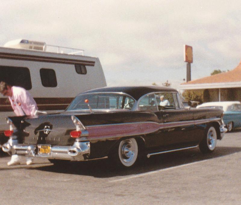 Pontiac 1955 - 1958 custom & mild custom - Page 3 Img_0082