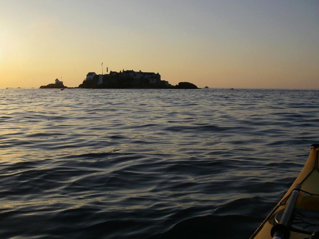 Les incroyables maisonnettes en pleine mer sur les îlots des Écréhou. Imgp0212