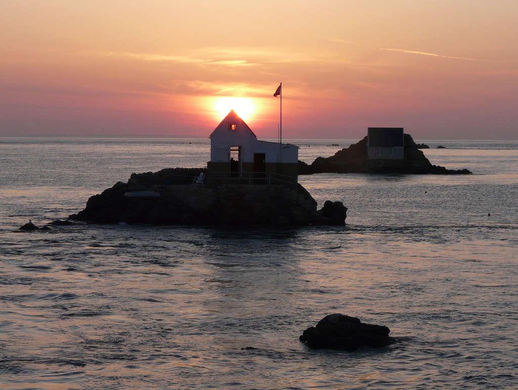 Les incroyables maisonnettes en pleine mer sur les îlots des Écréhou. - Page 3 P1470710