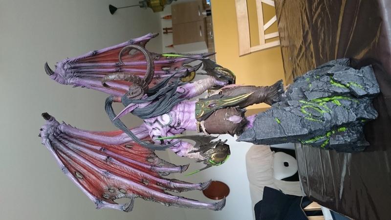 BLIZZARD - Illidan statue Dsc_0413