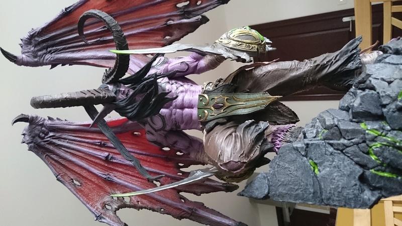 BLIZZARD - Illidan statue Dsc_0422
