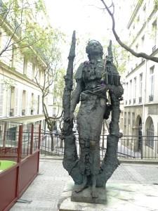 Mihai Eminescu Statue10