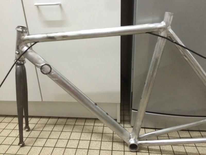 vélo urbain léger, ou comment recupérer un cadre de déchetterie Img_2510
