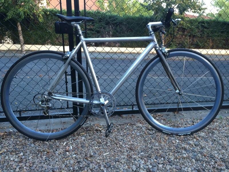 vélo urbain léger, ou comment recupérer un cadre de déchetterie Img_2611