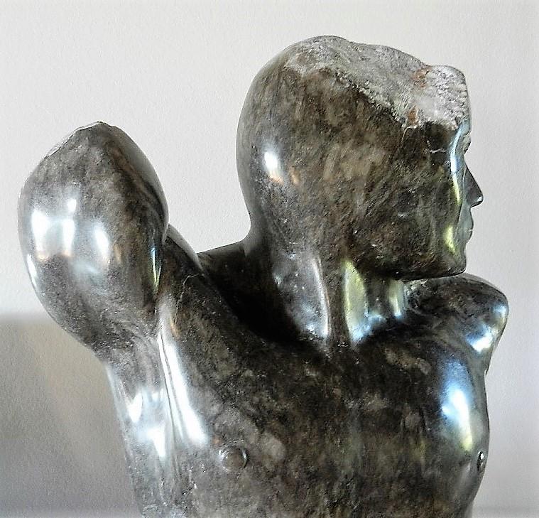 Torse masculin en albâtre noir Souven11