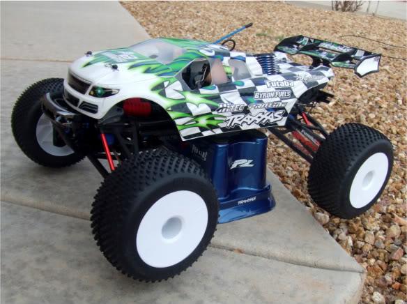 Carro/Carrosserie/Body Truggy sur Revo 3.3 et E-Revo 1/8 Dscf1810