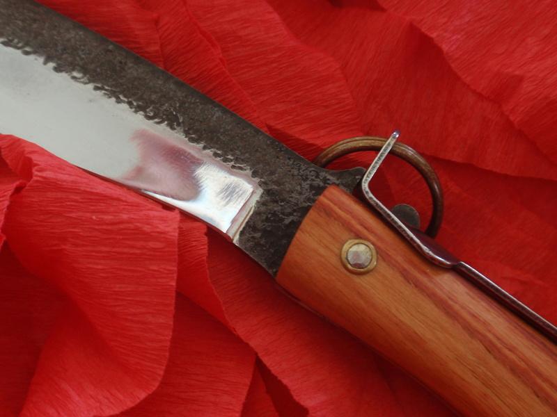 La collection de Couper au couteau - Page 12 Pa094311
