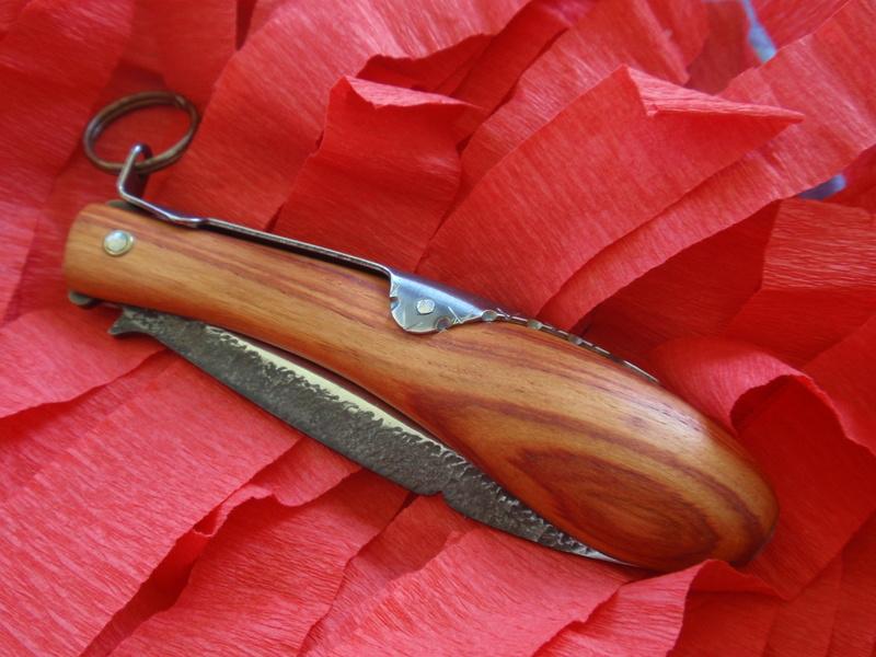La collection de Couper au couteau - Page 12 Pa094313