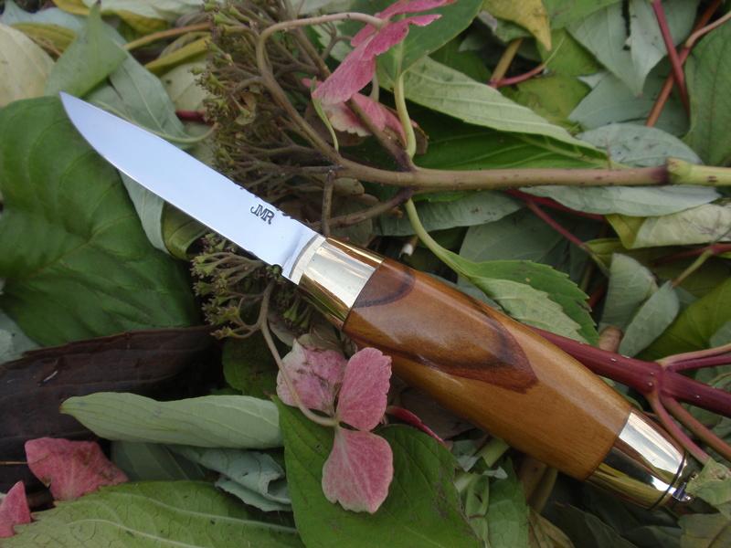 La collection de Couper au couteau - Page 13 Pa094316