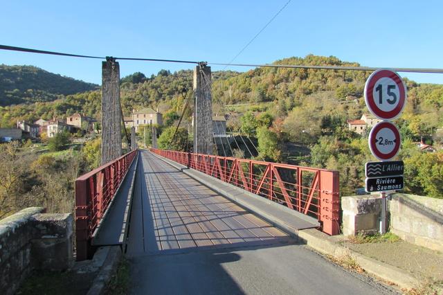 Le pont, incontournable du paysage routier - Page 3 Img_3521