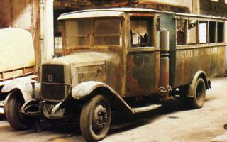 Le GAZOGENE et la voiture des français de 39 à 45 Rochet11