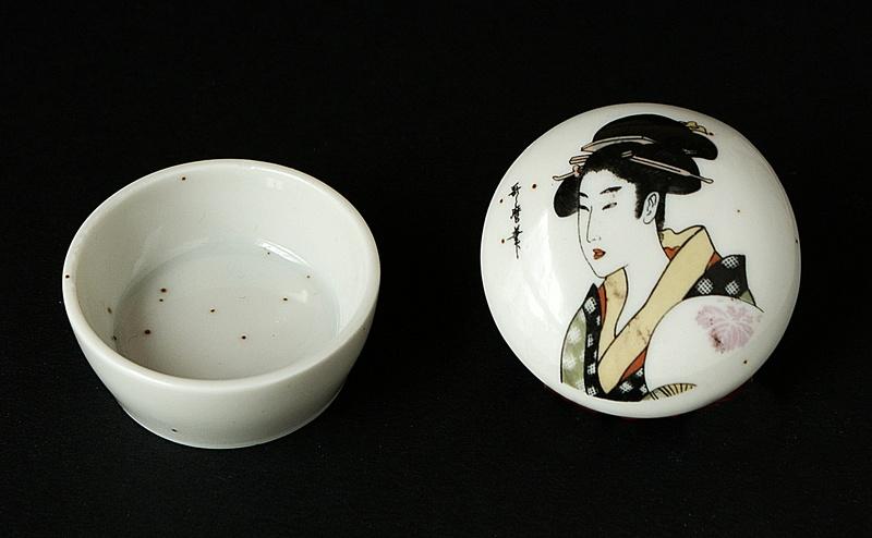 Japanese Small Lidded Pot - Signed Portrait. Dsc00510