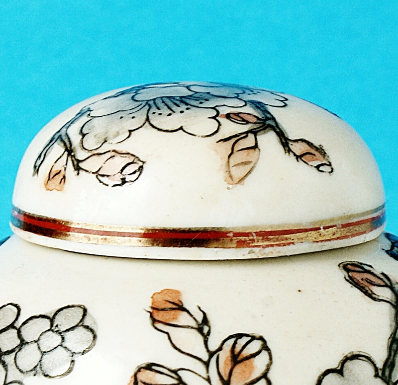 Japanese Small Lidded Pot - Signed Portrait. Dsc00513