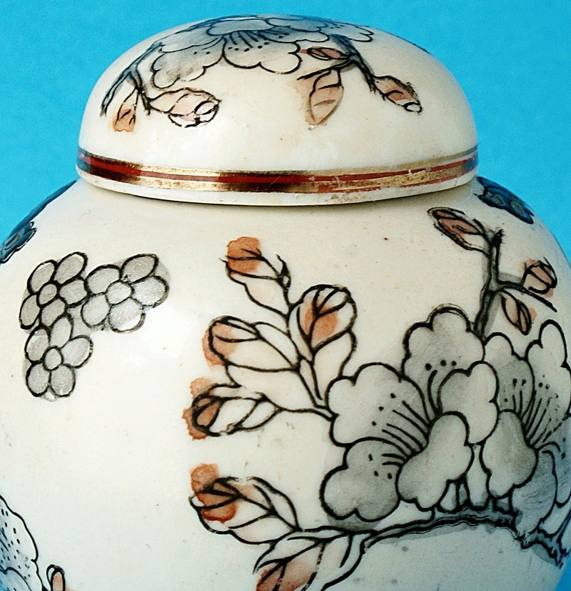 Japanese Small Lidded Pot - Signed Portrait. Dsc00515