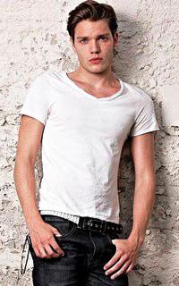 Dominic Sherwood Domini13