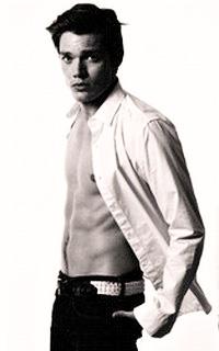 Dominic Sherwood Domini16